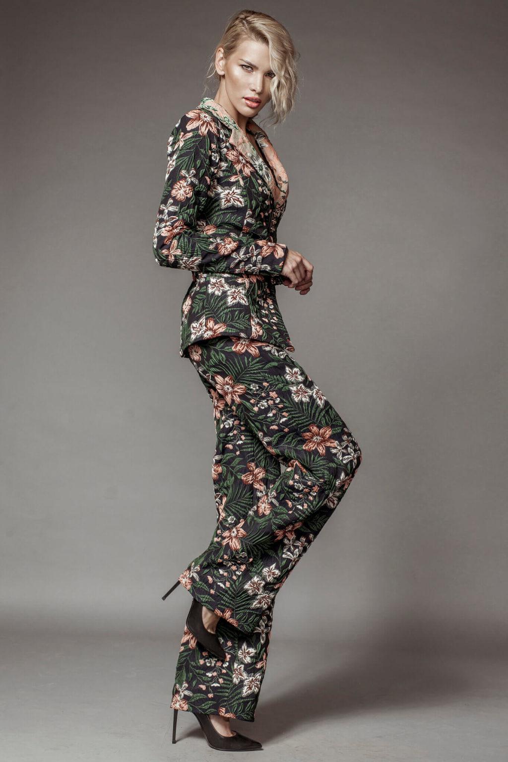 Costum din brocart cu imprimeu floral brand romanesc
