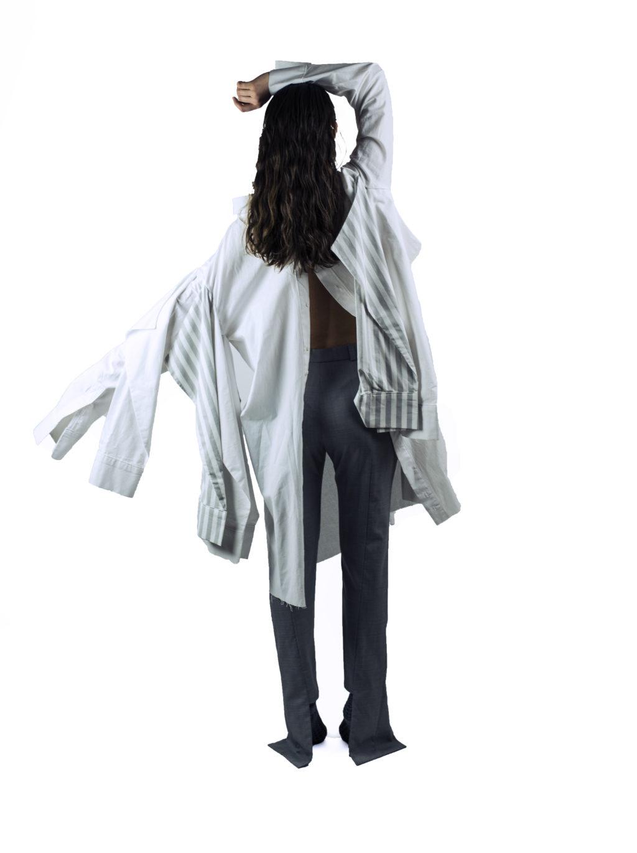 Pantalonii sunt comozi, de inalta calitate, se aseaza frumos pe silueta si sunt asimetrici in lateralele gleznelor